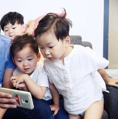 Daehan Minguk Manse and appa photoshoot for new CF on Mid-Autumn festival 2015 Korean Babies, Asian Babies, Cute Kids, Cute Babies, Triplet Babies, Superman Baby, Song Daehan, Song Triplets