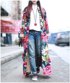 All rolled into one Vintage Printed Floral Trench Coat that brings out the fashionista in you. Made from cotton and linen, this windbreaker coat has a way of making you feel zen and classy at the same time. Look Fashion, 90s Fashion, Winter Fashion, Fashion Outfits, Fashion Trends, Casual Outfits, Trench Coat Outfit, Trench Coats, Coat Dress