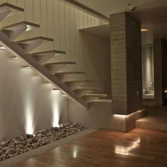 Modern stairs come in many styles and designs that can be real eye-catcher in the different area. We've compiled 99 modern models of stairs that can give House Staircase, Interior Staircase, Staircase Design, Stair Design, Staircase Ideas, Style At Home, Stairway Lighting, House Lighting, Front Stairs