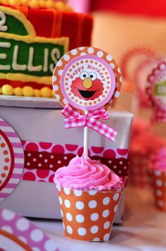 If lily continues her obsession with Elmo... looks like this party blog will come in handy in February!