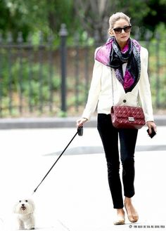 Olivia Palermo white short blazer over white top+black skinies+neutral shoes+burgundy bag combi with the scarf