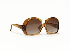 CHRISTIAN DIOR vintage sunglasses, oversize brown sunglasses, rare designer sunglasses in unworn deadstock condition. by EllaOsix on Etsy Christian Dior Vintage, Vintage Dior, Oversized Sunglasses, Vintage Sunglasses, Eye Frames, Out Of Style, Vintage Designs, Sunnies, Eyeglasses