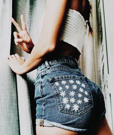 daisy hand painted jean shorts Franny Radeka daisy hand painted jean shorts Franny Radeka,outfits daisy hand painted jean shorts Franny Radeka Related posts:Shades of Jeonᴶᴶᴷ ᶠᶠ ❧In welcher Jeon Jeongguk Math. Painted Shorts, Painted Jeans, Painted Clothes, Hand Painted, Shorts Diy, Diy Jeans, Modest Shorts, Jean Outfits, Short Outfits