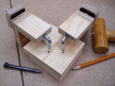 Handy Corner Assembly Clamps / Pratiques serre-joints pour coins