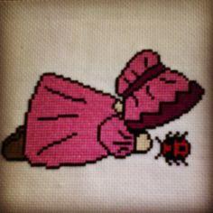 """""""Sunbonnet au point de croix. #diy #pointdecroix #pointdecroixaddict #crossstitch #crossstitchaddict #sunbonnet #rose #pink #coccinelle #ladybird #ladybug…"""""""