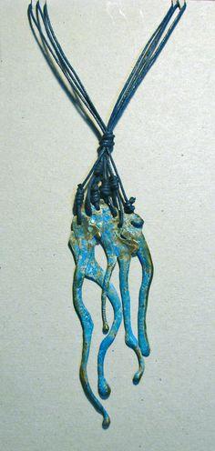 Abstracción; 2015 Colgante de Latón (Brass Pendant) Cristina Alises