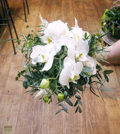 Bouquet de mariée ou de demoiselle d'honneur champêtre et tout en legerté avec Eucalyptus, Orchidée et Astilbe Eucalyptus, Astilbe, Marie, Plants, Everything, Planters, Plant, Planting