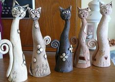 Best 11 Not a fan of the cat heads but the bases are beautiful – SkillOfKing. Slab Pottery, Ceramic Pottery, Pottery Art, Ceramic Art, Pottery Animals, Ceramic Animals, Clay Animals, Pottery Lessons, Porcelain Dolls Value