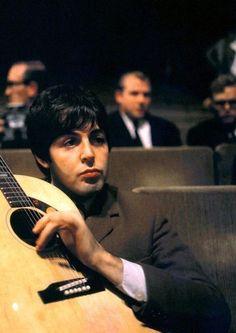 that golden feeling Beatles Love, Les Beatles, Beatles Photos, My Love Paul Mccartney, Bug Boy, Guitar Exercises, Sir Paul, Love Me Do, The Fab Four