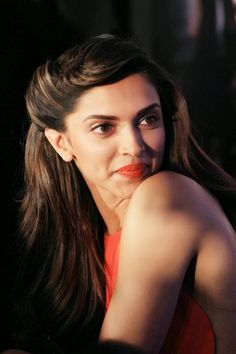 Deepika Padukone is one of the beautiful, talented, most popular and attractive actresses in Bollywood. Hot Bollywood Movies, Bollywood Stars, Bollywood Fashion, Bollywood Actress, Deepika Padukone 2014, Indian Film Actress, Indian Actresses, Most Beautiful Faces, Beautiful Actresses