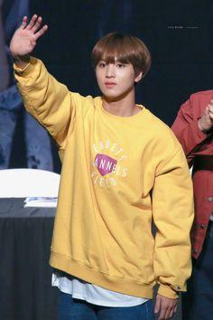 #해찬 #이 동혁 #Haechan #LeeDonghyuck #NCTDream #NCT127 #NCT #Fullsun #Yellow Sm Rookies, Mellow Yellow, Kpop Boy, Taeyong, Jaehyun, Nct Dream, Nct 127, The Unit, Culture
