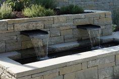 Front des #Brunnen, welcher in die #Trockenmauer integriert ist / #well