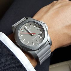 I.N.O.X., a watch suited for every moment. #INOX #Lifeisyouradventure #victorinox Thank you @evansiau for sharing.
