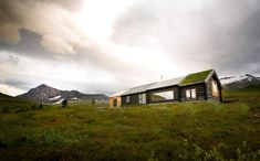 Norwegian cabin with mix-n-match facade