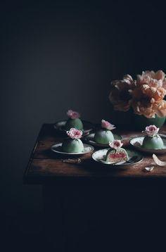 Petits gâteaux Princesse aux couches de génoise, crème pâtissière et crème framboise recouverts de pâte d'amande - Call me cupcake: Mini princess cakes | Miniprinsesstårtor