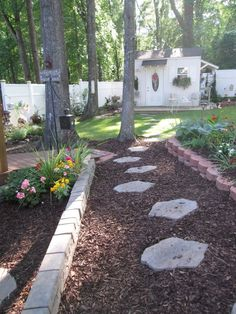 50 Fabulous Garden Path And Walkway Ideas To Your Outdoor Space. When you are planning the landscaping of your patio and walkways, your choice of materials will make a huge difference. Garden Paths, Lawn And Garden, Garden Beds, Landscaping Plants, Front Yard Landscaping, Back Gardens, Outdoor Gardens, Outdoor Projects, Outdoor Decor