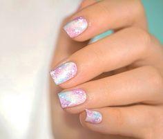 Uñas de novia en color blanco con rosa cosmico
