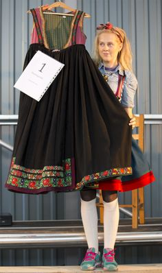 jpg from a recent auction in Norway Norwegian Fashion, Costumes Around The World, Going Out Of Business, Bridal Crown, Folk Costume, Ethnic Fashion, Old And New, Norway, Cheer Skirts