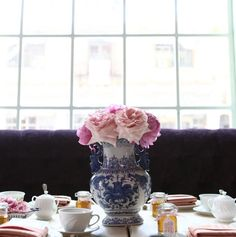 Blue & White oriental vase shows off beautiful girly blooms