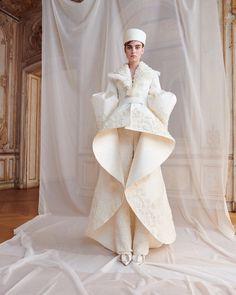 Ashi Studio Parigi - Haute Couture Fall Winter - Shows - Vogue. Couture Fashion, Fashion Show, Fashion Design, Bridal Gowns, Wedding Gowns, Ashi Studio, Spring Couture, Couture Collection, Designer Wedding Dresses