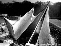 Le Corbusier and Iannis Xenakis, Expo 58 Philips Pavilion, Brussels, Belgium, 1958 (via funambulist) (Source: nickkahler) Amazing Architecture, Interior Architecture, Architecture Program, Building Architecture, Commercial Architecture, Frieze Magazine, World's Fair, Belle Photo, Retro