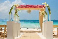 Line your aisle with gorgeous white lillies #DreamsSandsCancun