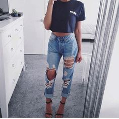 ripped high waisted jeans outfit, ripped jeans outfit, mirror selfie.