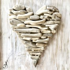 Add some love to your life with this driftwood heart ❤️ Driftwood Wreath, Driftwood Wall Art, Driftwood Projects, Driftwood Sculpture, Sea Glass Crafts, Sea Crafts, Seashell Crafts, Nature Crafts, Twig Art