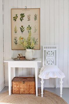 VIBEKE DESIGN: botanical print, jug of flowers, basket, white #FADSInspiredSpringInteriors
