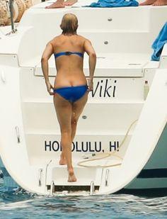 Loses bikini bottom