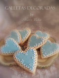 Galletas Decoradas: Corazones Azules con Bordes Blancos - Maris Cakes