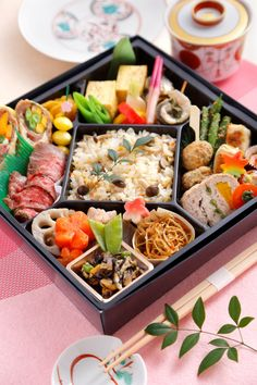 Japanese New Year Food, Japanese Food Art, Japanese Lunch, New Year's Food, A Food, Food And Drink, Bento And Co, Food Kiosk, Breakfast Lunch Dinner