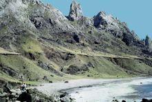 Ilha de Trindade. Registro de vulcanismo cenozóico no Atlântico Sul. Fernando F. M. de Almeida - pg 369