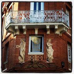 Décor façade immeuble 30 rue Croix-Baragnon