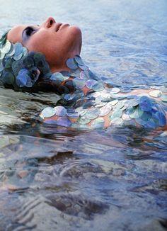 'Sea Dream', Veruschka by Franco Rubartelli for Vogue, July she looks like a mermaid! Arte Fashion, Editorial Fashion, Top Models, Sea Dream, Photo D Art, Patrick Demarchelier, Richard Avedon, Linda Evangelista, Vogue Magazine