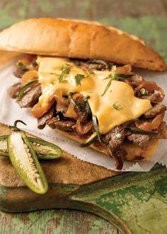 Sándwich de bistec en pan con ajo