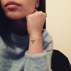 Aries zodiac symbol temporary tattoo (set of – small tattoos Tiny Tattoos With Meaning, Tiny Tattoos For Girls, Cute Tiny Tattoos, Small Tattoos, Tattoos For Women, Simbolos Tattoo, Tattoo Hals, Tattoo Set, Back Tattoo