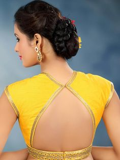 Check out the latest of blouse design images. This gallery will give you a better idea on which blouse design for your next saree purchase. Cotton Saree Blouse Designs, Blouse Back Neck Designs, Fancy Blouse Designs, Saree Blouse Patterns, Choli Designs, Sari Bluse, Indian Blouse, Indian Saris, Indian Wear