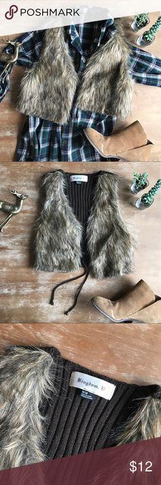 • Adorable Cropped Faux Fur Vest • Kingdom B. Cropped Faux fur vest! Adorable layered over a flannel! Size Medium! Kingdom B. Jackets & Coats Vests