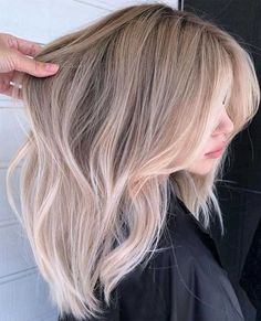 hair Blonde warm - 33 Gorgeous hair color ideas for a change-up this new year Blonde Hair Shades, Honey Blonde Hair, Blonde Hair Looks, Blonde Hair With Highlights, Warm Blonde, Light Blonde, Blonde Hair Light Brown Roots, Thin Blonde Hair, Brown Hair