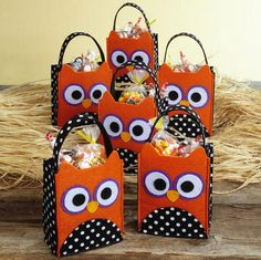 Halloween Owl Felt Treat Bags ... I could make these!