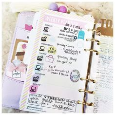 By therachmark on Instagram My planner on-the-go! Love using these inserts from @openquotedesigns to quickly see my week at a glance and not bulk up my planner too much. Check out more of her inserts on her Etsy shop!