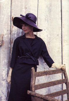 Audrey in an aubergine suit and hat by Givenchy. Photo by Howell Conant as seen in French Elle, Givenchy and Audrey Hepburn has a close and endearing relationship through the years. If you ever have a chance to read about their friendship, do. Audrey Hepburn Born, Audrey Hepburn Photos, Katharine Hepburn, Retro 50, My Sun And Stars, My Fair Lady, Celebrity Gallery, Brigitte Bardot, Classy Women