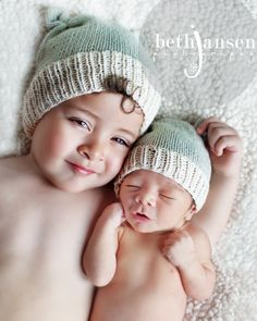 matching hats for older sibling and newborn.  By: Beth Jansen photography