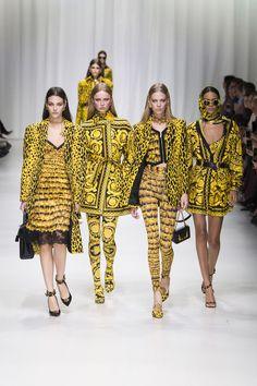 http://www.vogue.de/fashion-shows/kollektionen/fruehjahr-2018/mailand/versace/runway/_ver0037
