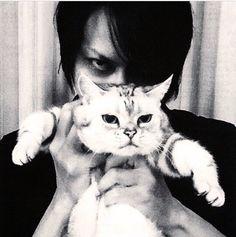 Atsushi Sakurai with cat