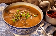 Polvky, kter zasyt a zastanou hlavn chod. S fazolemi, hlvou i masem - iDNES. Thai Red Curry, Menu, Cooking, Health, Ethnic Recipes, Nordic Interior, Soups, Menu Board Design, Kitchen