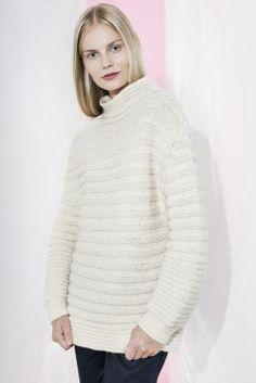 Рельефный пуловер с воротником стойка