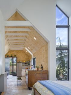 The firm was hired by a Seattle homeowner to create Granny Pad: A spacious living quarters converted from a backyard garage. Architecture Restaurant, Cabinet D Architecture, Architecture Design, Architectural Digest, Granny Pods, Design Bleu, Style Loft, Old Garage, Backyard Cottage
