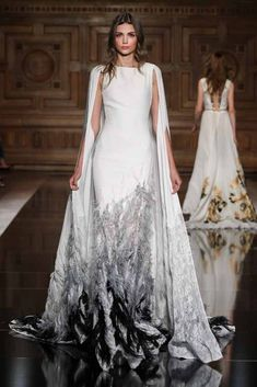 Wow-effect dresses: Click through the 2017 Haute Couture Wedding Dresses Style Couture, Couture Fashion, Runway Fashion, Paris Fashion, Beautiful Gowns, Beautiful Outfits, Couture Dresses, Fashion Dresses, Haute Couture Gowns